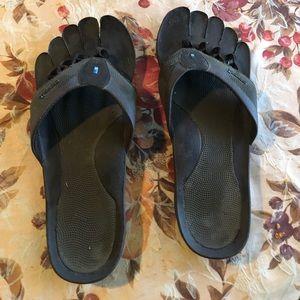 Sazz1 brand, 5-Toed Mens sandals, size 10